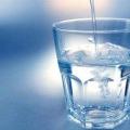 Сенсаційна звістка зі світу кардіології: всього один стакан води на ніч вбереже тебе від інсульту!
