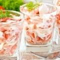 Салат з крабовими паличками. Легкий, швидкий, оригінальний і ніжний на смак.