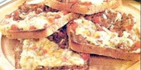 Гарячі тости з капустою і шинкою