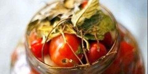 Як засолити помідори на зиму в банках швидко і смачно, рецепт з фото
