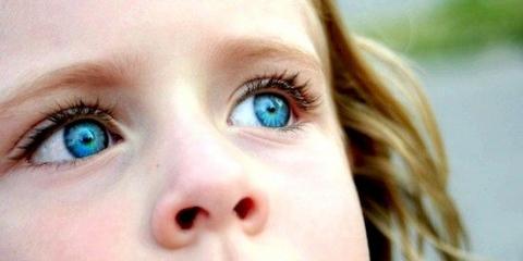 Насправді блакитного кольору очей не існує