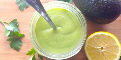 Цей соус з авокадо і лимоном перетворить кожен салат в божественне насолоду!