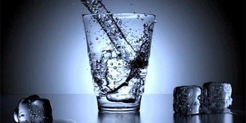 Незаперечні докази того, чому варто вживати воду натщесерце. Вчися пити її правильно!